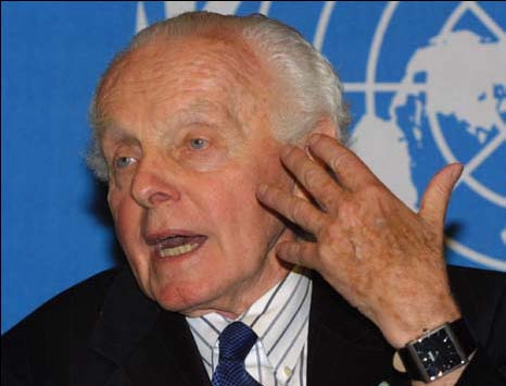 U.S. Congressman Tom Lantos (D-Calif.), a member of the U.S. delegation to the Preparatory World Conference Against Racism, briefs the press in Geneva on August 9, 2001, following the U.S. delegation's withdrawal from the conference in protest of Durban's discriminatory treatment of Israel.